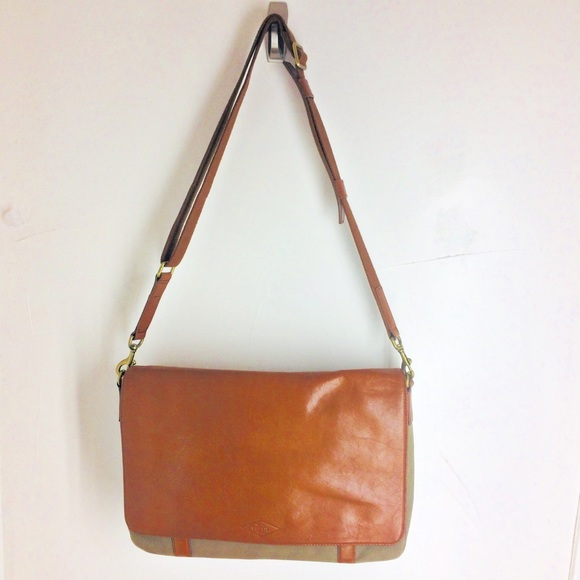 ab64505195 Fossil Other - Fossil Men s Aiden Leather Messenger Bag